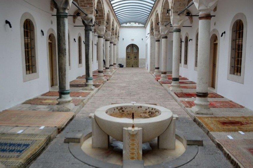 Izložba sedžada sarajevskih džamija starih nekoliko stoljeća
