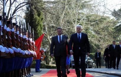 Uz najviše državne i vojne počasti: Denisa Zvizdića u Crnoj Gori dočekao premijer Marković