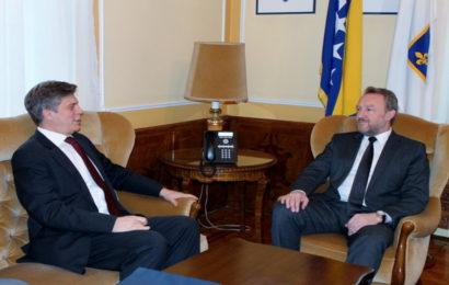 Susret Izetbegovića i Wigemarka: O pravnim pitanjima treba da odlučuju nadležne institucije