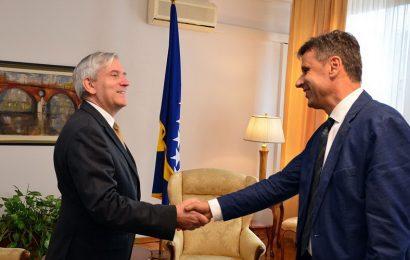 Premijer Novalić primio ambasadora Roussona