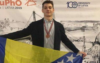 Učenik Prve bošnjačke gimnazije osvojio bronzanu medalju na Evropskoj olimpijadi iz fizike