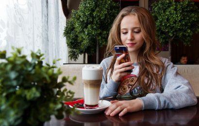 Zbog pametnih telefona u vratu nam polako raste nova kost