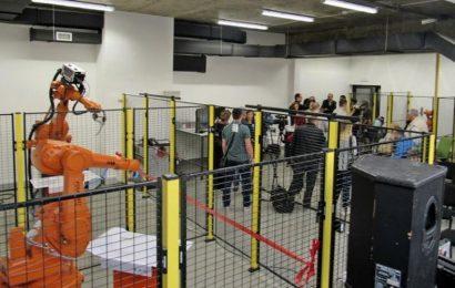 Australijski univerzitet šalje studente u Tuzlu da uče o robotima